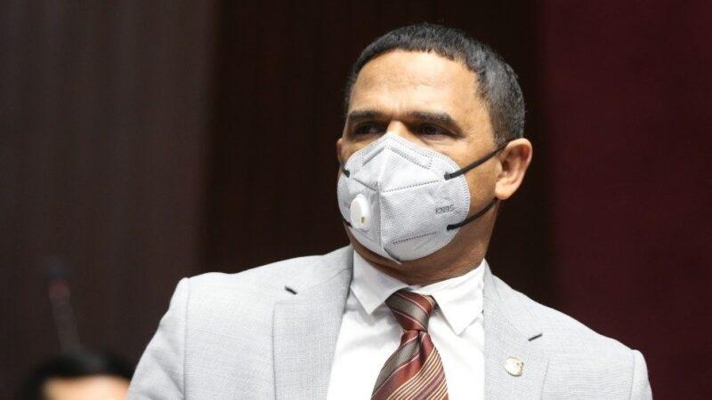 Diputado Sadoki niega maltrato a agente PN; se despojará de fuero y renunciará si le prueban hecho