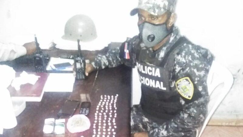 Policía Nacional desmantela punto de drogas en pleno toque de queda en Hato Mayor