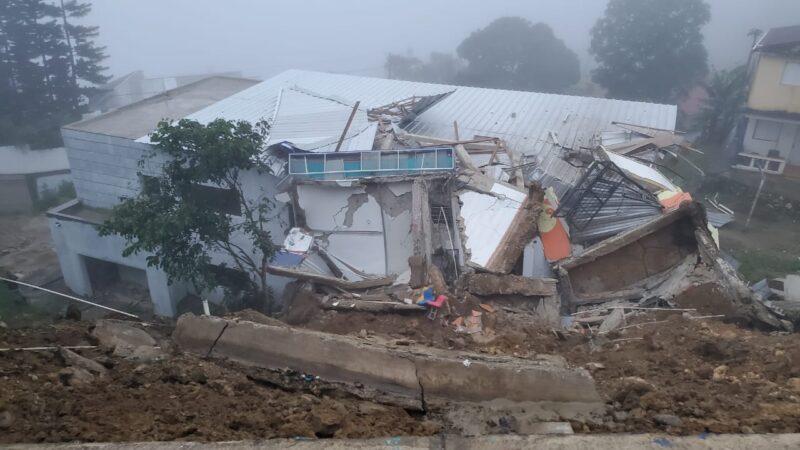 Colapsan dos viviendas de dos niveles en Puerto Plata