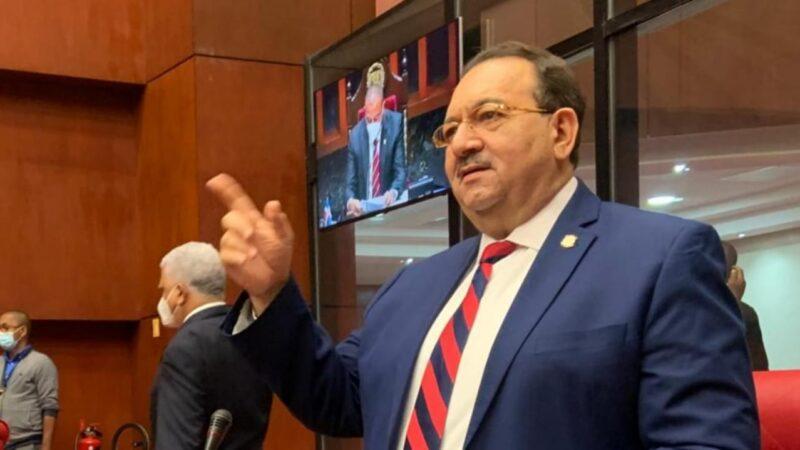 Senador Cristóbal Castillo levantando su voz en la cámara alta en favor de todos los dominicanos.
