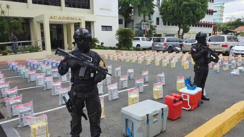 DNCD ocupa 897 paquetes de cocaína próximo a las costas del municipio de Baní