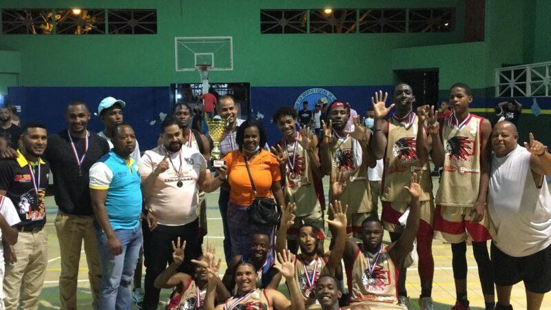 Indios de Quisqueya se coronan campeón del Torneo Barrial U-25 de La Romana