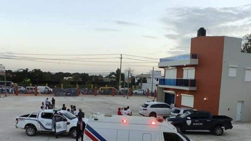 Dos muertos y un mayor de PN oriundo de Hato Mayor resultó herido en balacera originada en delear de La Romana