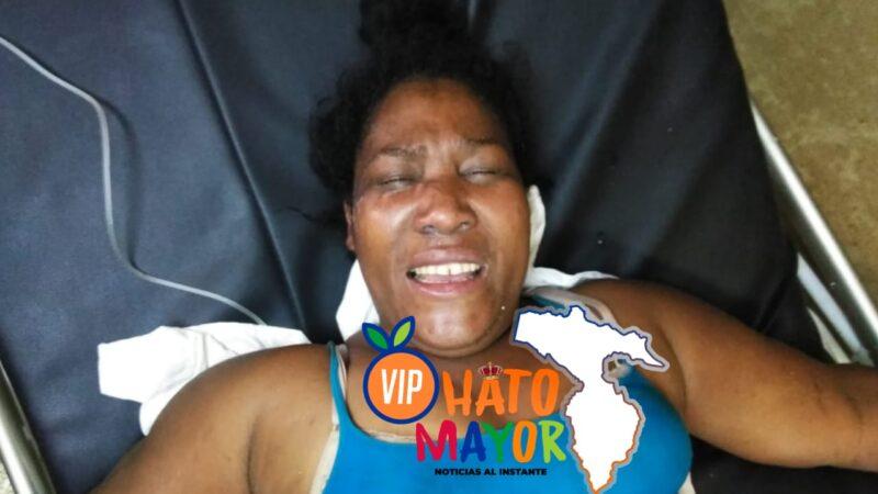 Mujer que incendió la casa de su esposo en Hato Mayor, intenta suicidarse ingiriendo cloro mientras se encuentra detenida