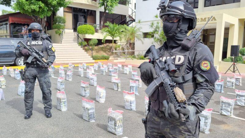 DNCD ocupa 456 paquetes de cocaína en Finca en Samaná