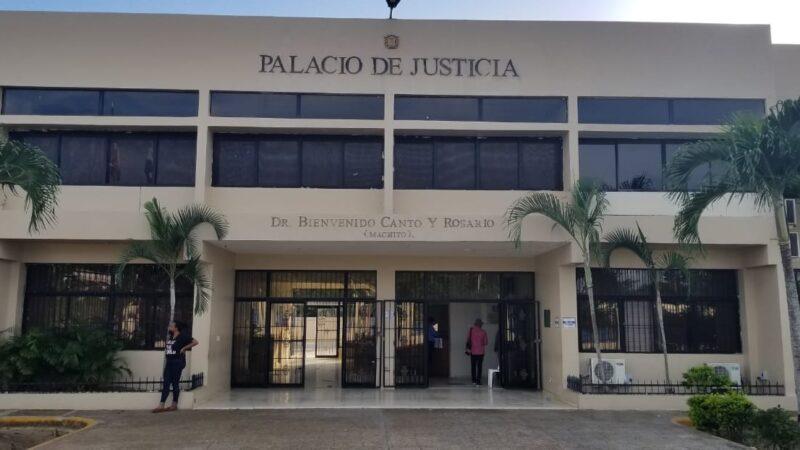 Aplazan juicio de policía mató su pareja sentimental de un disparo en Hato Mayor