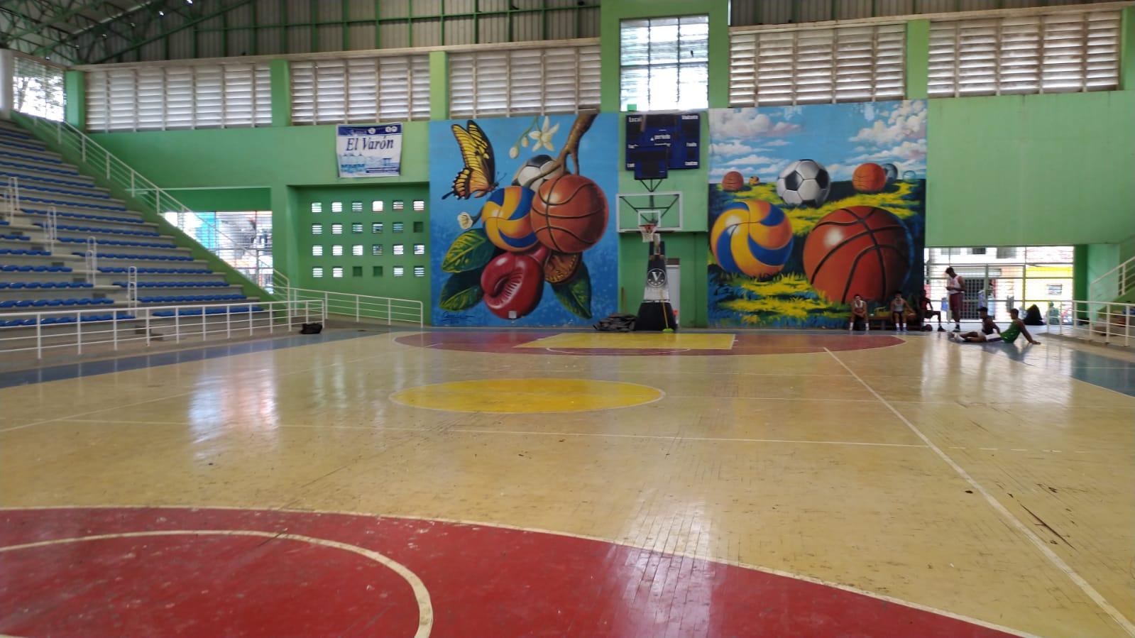 Ingenieros realizan levantamiento a Polideportivo de Hato Mayor del Rey