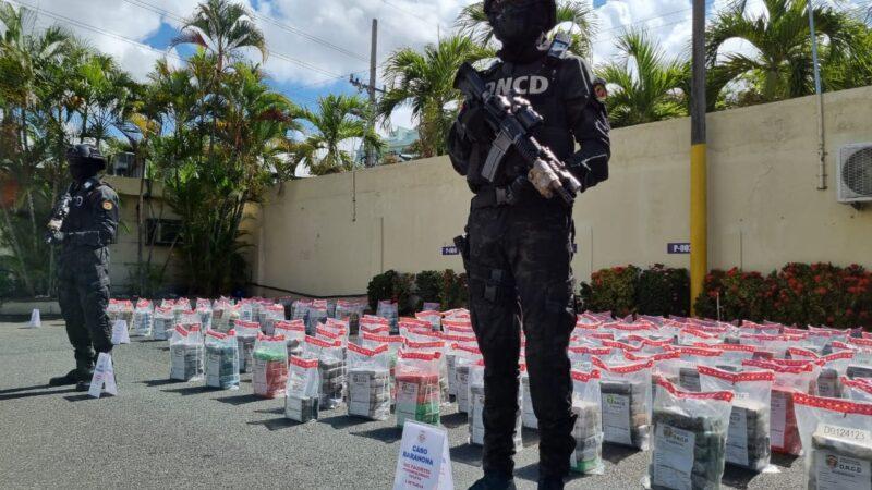 DNCD Y MP ocupan 854 paquetes de cocaína en costas de Barahona y Puerto Caucedo