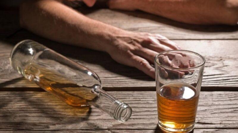 Prisión preventiva contra fabricante ilegal de bebidas alcohólicas en San Francisco de Macorís