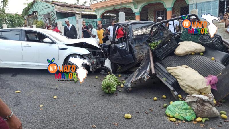 (VIDEO) Fuerte accidente de tránsito deja varias personas heridas en la carretera Hato Mayor-Vicentillo