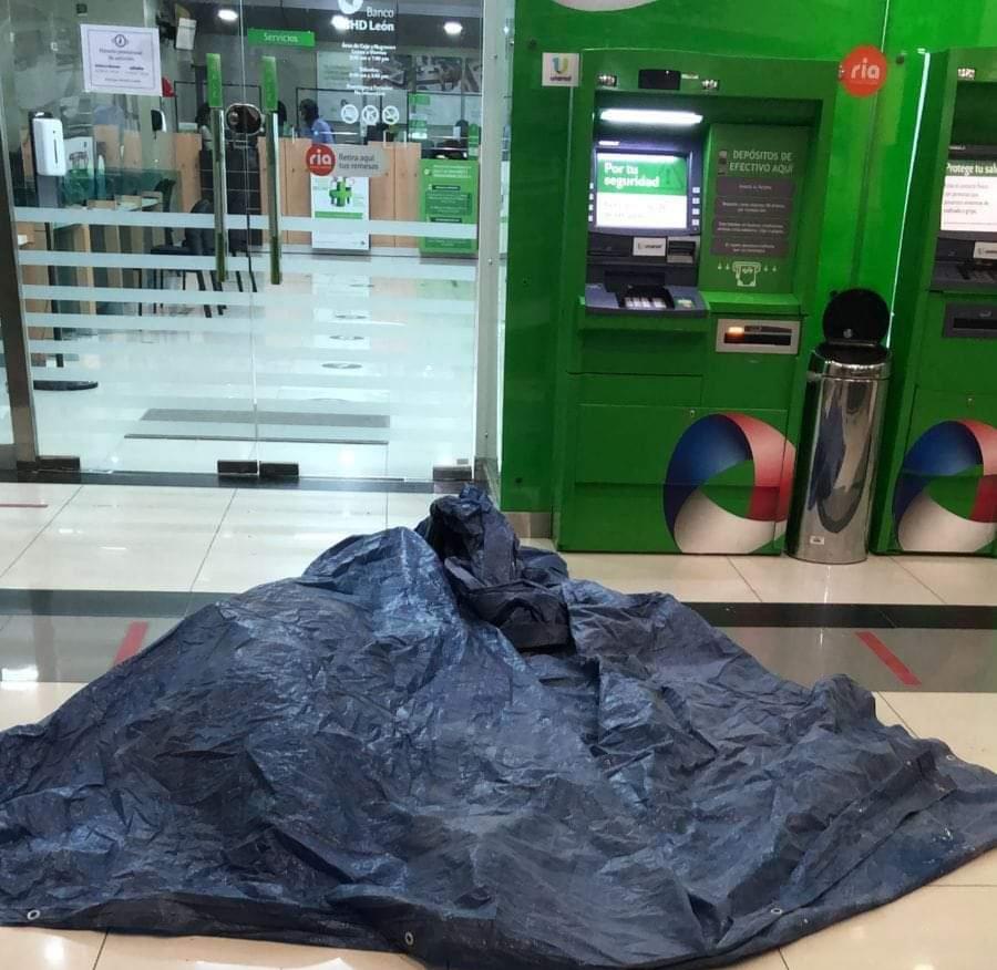 Matan hombre a balazo mientras se encontraba en una plaza comercial de SDO