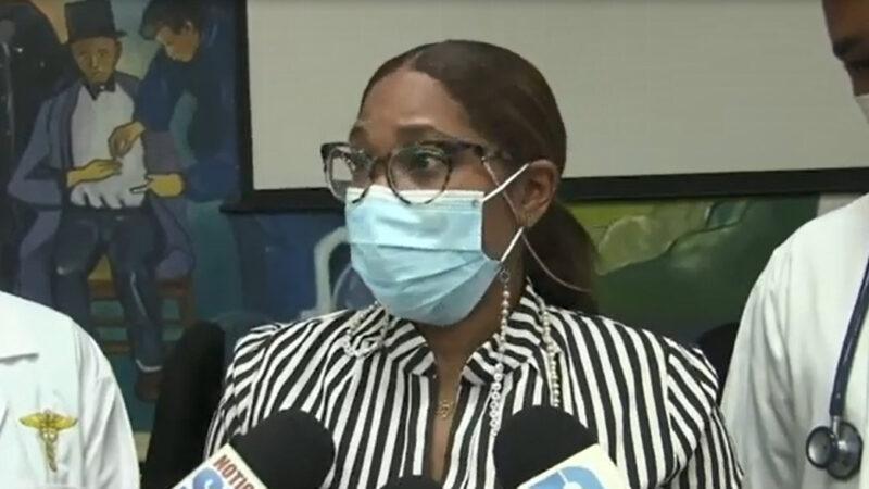 (VIDEO) Agentes disparan contra doctora cuando se dirigía a su casa después de terminar su labor en Azua