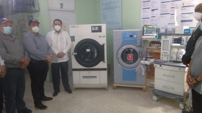 Director del SNS entrega equipos a hospital Hato Mayor