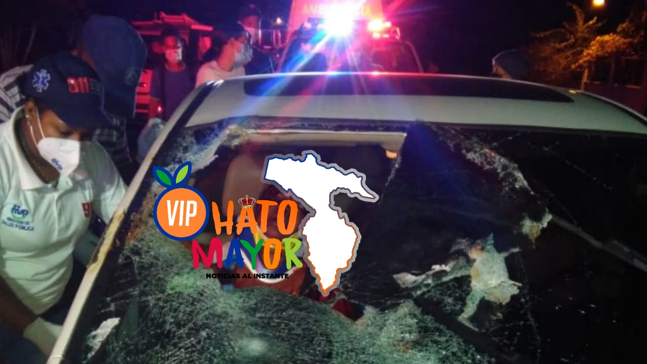 Una mujer muerta y tres personas ilesas al caerle rama de un árbol a carro se desplazaba en la carretera Hato Mayor-San Pedro de Macorís