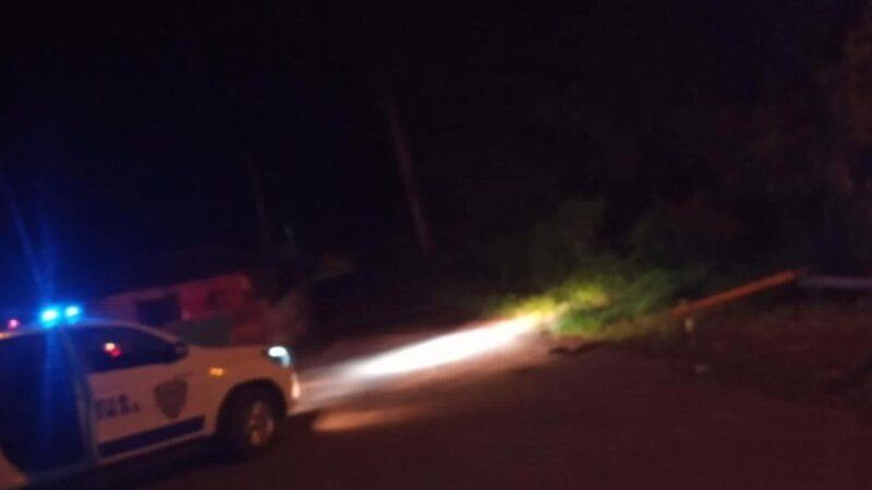 Ladrones despojan a punta de pistola un joven de una motocicleta