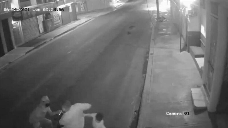 (VIDEO) Hombre y su hijo de 7 años fueron atacados por atracadores en Higüey