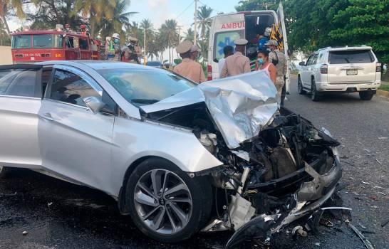 Seis niños y dos adultos resultaron heridos en accidente de tránsito en Santo Domingo