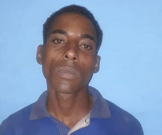 Apresan hombre robando cocos en Miches; había escapado de la cárcel pública de El Seibo