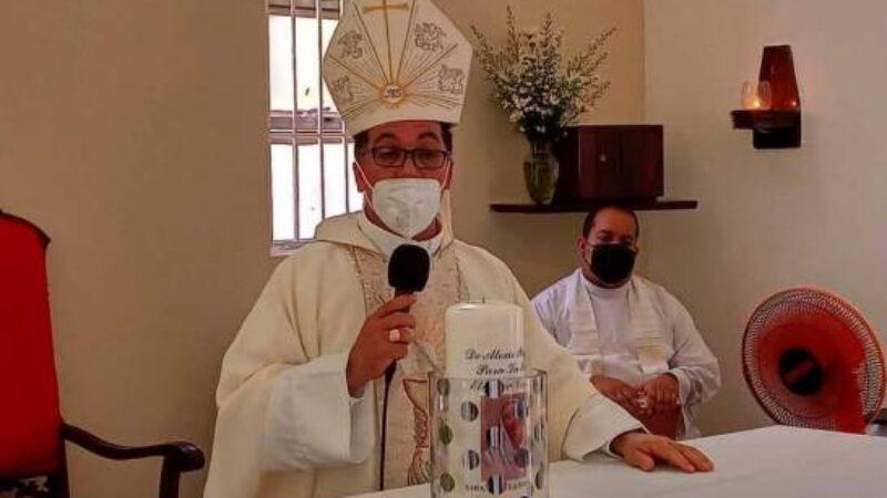 """Obispo: """"Grupito que duerme de día y bebe de noche es que riega el COVID-19"""""""