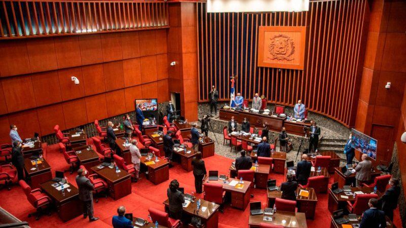 Senado aprueba resolución que pide a Abinader prohibir entrada de no vacunados a lugares públicos y privados