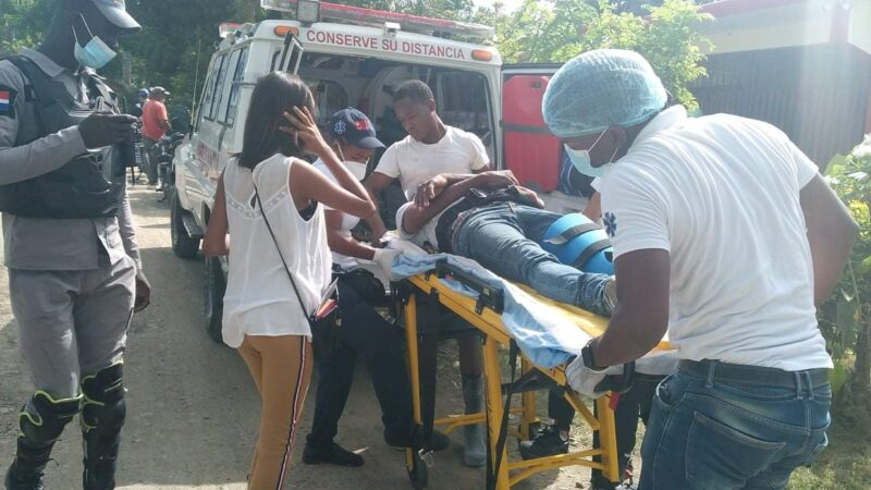 Miguel Ángel resulta con varias heridas al delizarse en la carretera Hato Mayor-Vicentillo