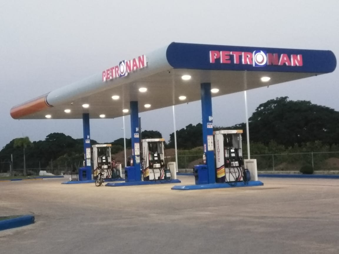 Desconocidos asaltan estación de gasolina Petronan y cargan con dinero en Hato Mayor