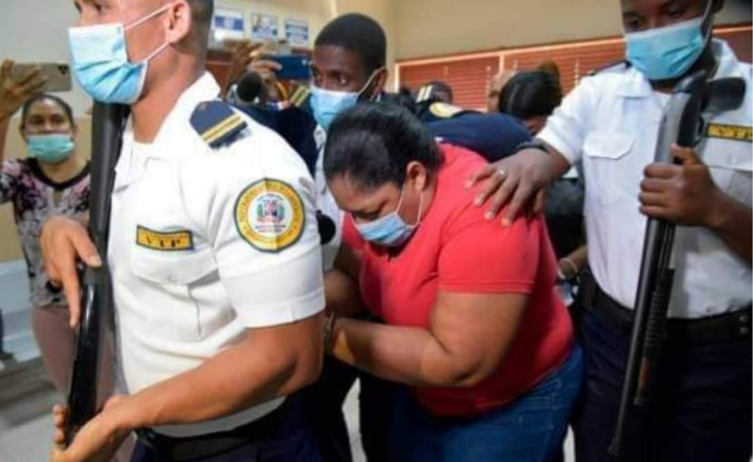 Dictan un año de prisión preventiva contra mujer acusada de quemar hija