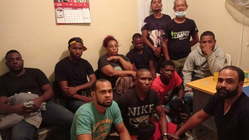 Agentes de la Marina frustran viaje ilegal y apresan 11 personas Sabana de la Mar
