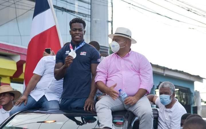 Zacarías Bonnat es recibido con júbilo en Bayaguana