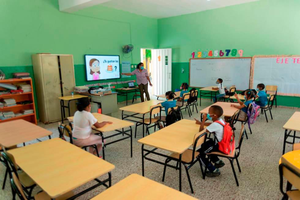 Ministerio de Educación presenta horario del año escolar 2021-2022