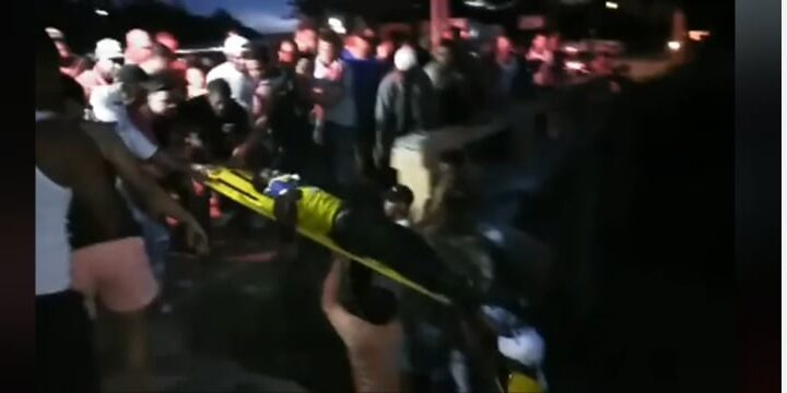 Jeepeta impacta motocicleta tripulantes caen al vacío del puente y resultando gravemente heridos en Hato Mayor
