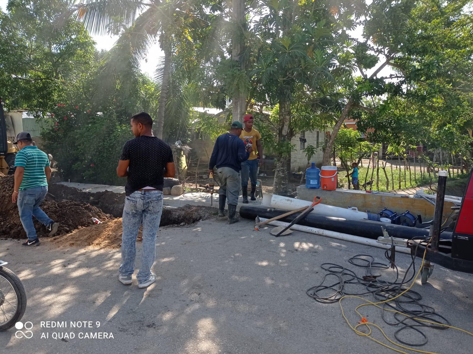 INAPA inicia trabajos de conexión de tuberías para suministrar agua potable a los barrios de la Zona Norte de Hato Mayor