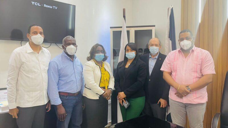Alcalde Raymundo Ortiz presenta proyectos a ejecutivos del Banco BHD LEÓN